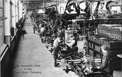1913_Assembly_Line_of_Ford_Motor_Company.jpg